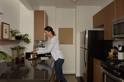 Nội thất bếp trong căn hộ của Stayawhile. Ảnh: Stayawhile.