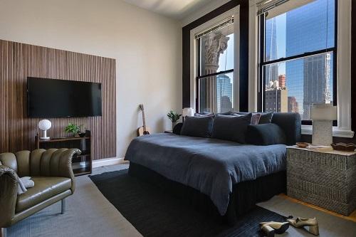 Phòng ngủ trong căn hộ tại New York (Mỹ). Ảnh: Stayawhile.