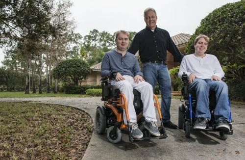 Brad Margus và hai con trai. Ảnh: