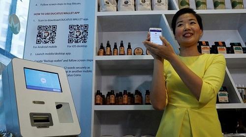 Quán cà phê tiền thuật toán chấp nhận các thanh toán bằng bitcoin và tự phát hành đồng tiền riêng.