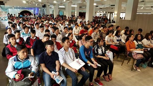 Sinh viên nhiều trường đại học tham dự một sự kiện trong không gian làm việc chung,khởi nghiệp sáng tạo BKhubtrường Đại học Bách Khoa.