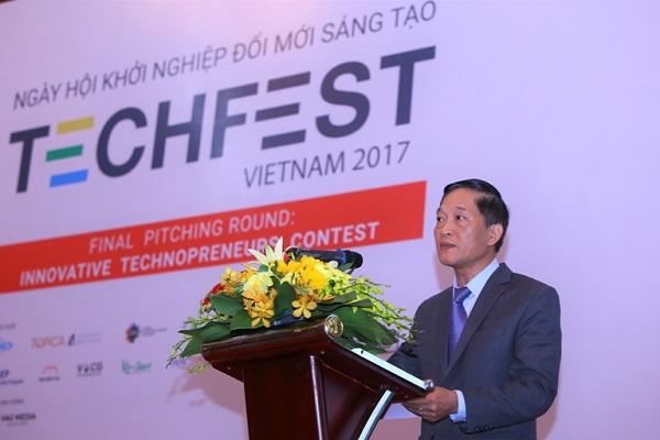 Thứ trưởng Bộ Khoa học và Công nghệ Trần Văn Tùng phát biểu trong Ngày hội Khởi nghiệp Đổi mới Sáng tạo Techfest Vietnam 2017