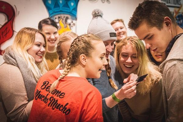 Những người trẻ từ nhiều quốc gia trên thế giới tham dự sự kiện khởi nghiệp toàn cầu Slush tại Phần Lan. Khu vực kinh tế tư nhân đóng vai trò chủ chốt trong đầu tư vốn cho các startup ở quốc gia này.