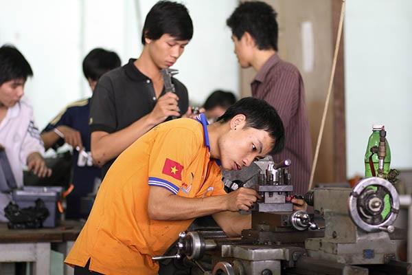 Hành lang pháp lý cho hệ sinh thái khởi nghiệp chưa được hoàn thiện, hiện tượng chảy máu đội ngũ nhân lực kỹ thuật IT và sự thiếu hụt đào tạo là những cản trở lớn đối với sự phát triển nói chungcủa startup Việt