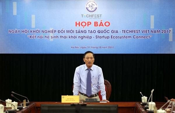 Thứ trưởng Bộ Khoa học và Công nghệ Trần Văn Tùng phát biểu trong buổi họp báo Techfest 2017 .