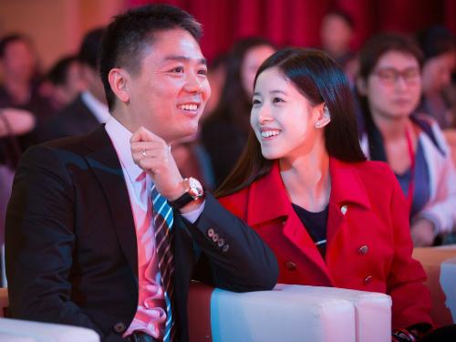 Richard Liu và vợ - Zhang Zetian. Cô từng là gương mặt nổi tiếng trên mạng tại Trung Quốc với biệt danh em gái trà sữa.