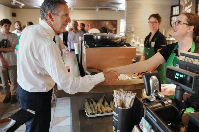 Schultz rất quan tâm đến các chế độ dành cho nhân viên. Ảnh: Getty Images.