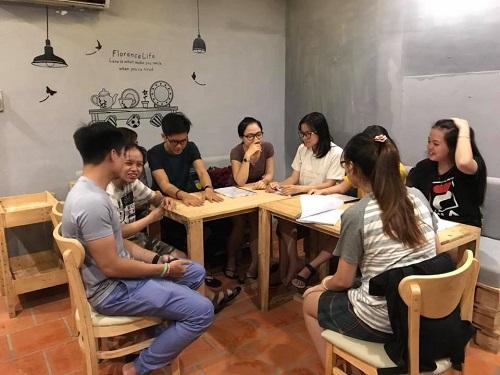 Khu vực tự học tại mô hình tiếng Anh nội trúAmazing Home, nơi các bạn sinh viên có thể luyện tập tiếng Anh theo nhóm.Ảnh: NVCC.
