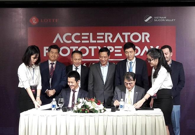 Lotte Accelerator và Vietnam Silicon Valley ký thỏa thuận hợp tác. Ảnh: VSV