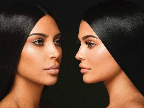 Kylie có thu nhập 41 triệu USD vào năm 2017, trong khi đàn chị Kim Kardashian kiếm 45,5 triệu USD.