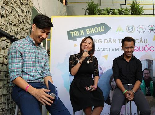 Lê Thị An Hạ (giữa), sáng lập dự án Amazing Home trong buổi talkshow chia sẻ kỹ năng làm việc và giao lưu quốc tế cho các bạn sinh viên nội trú. Ảnh: NVCC.