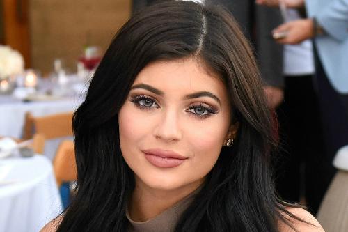 Kylie đam mê mỹ phẩm và làm đẹp từ khi còn ở tuổi thiếu niên.