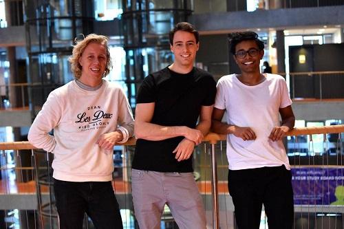Từ trái qua: Maths Mathisen, Florian Winder và Vinoth Vinaya, đồng sáng lập ứng dụng Hold. Ảnh:Independent.