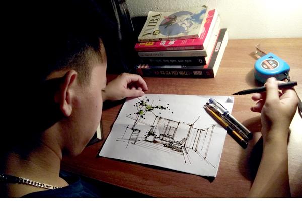 Ban ngày đi giám sát nhà xưởng, công trình, đêm về Hiếu lại miệt mài với các bản vẽ cho kịp tiến độ. Ảnh: Nhân vật cung cấp.