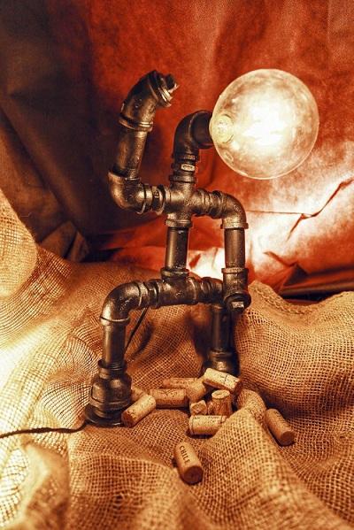 Mẫu đèn The Twist mang hình tượng của những bạn trẻ năng động, yêu âm nhạc. Ảnh: NVCC.