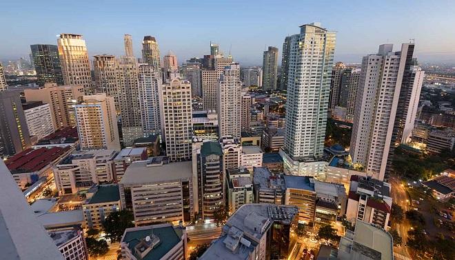 Manila là một trong 16 thành phố thuộc vùng đô thị Metro Manila - trung tâm kinh tế, chính trị, văn hoá, xã hội và giáo dục của Philippines
