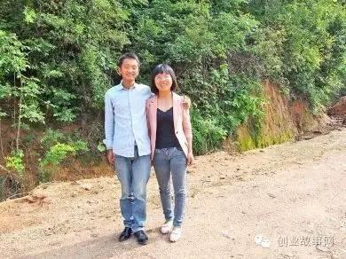 Hai vợ chồng anh chị Dương Định Dũng và Vương Phân khởi nghiệp từ gà thả vườn.
