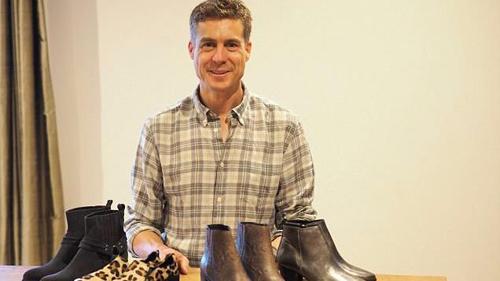 38 tuổi, người đàn ông khởi nghiệp với những mẫu giày lạ và đắt