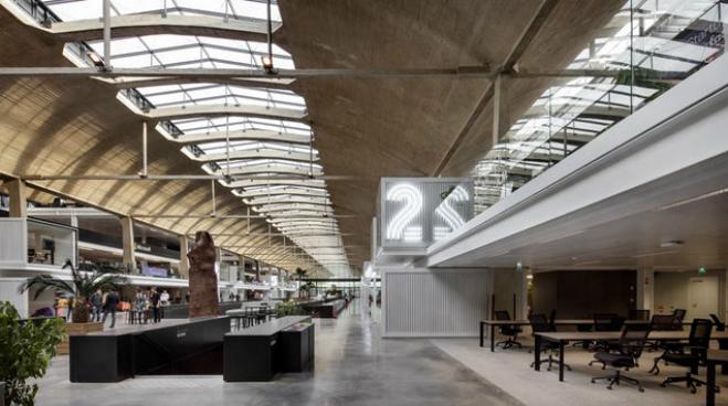 Station F vừa ra mắt năm ngoái bởi tỷ phú người Pháp Xavier Niel, đối tác của Delphine Arnault - Giám đốc điều hành Vuitton và cũng là con gái của ông chủ LVMH Bernard Arnault