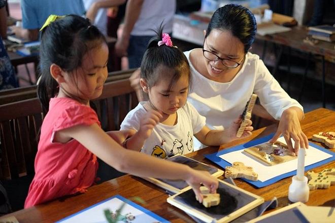 Cô gái đưa tranh Đông Hồ đến với trẻ em - 2
