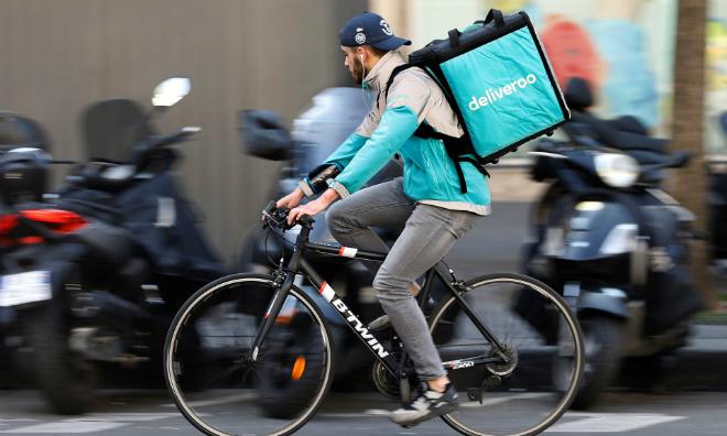 Deliveroo được định giá 2 tỷ USD và quy mô hoạt động tại 200 thành phố trên thế giới. Ảnh: The Gurdian
