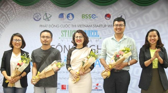 Bà Trương Lý Hoàng Phi, CEO BSSC (giữa) trong buổi phát động cuộc thi Vietnam Startup Wheel 2018 tại ĐH Khoa học Tự nhiên TP HCM. Ảnh: BSSC.