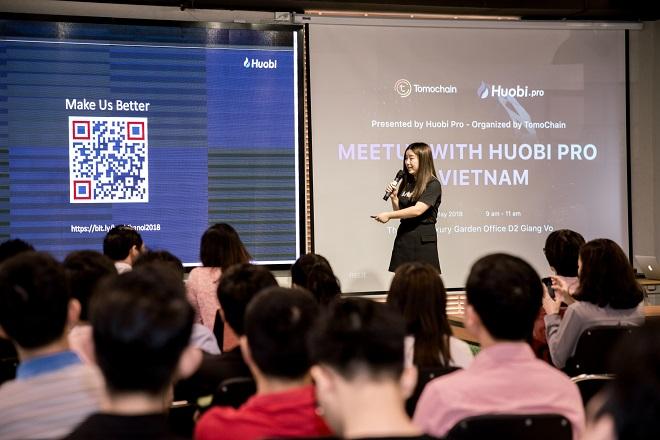 Bà Wu Xing - Giám đốc cao cấp của Huobi Pro thuyết trình trước cộng đồng startup blockchain Việt Nam và giới khởi nghiệp công nghệ về cơ hội hợp tác, các sản phẩm và dịch vụ của sàn giao dịch.