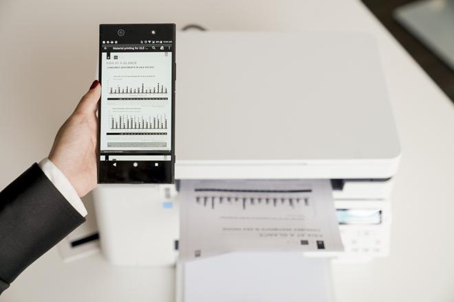 Ưu điểm của dòng máy in HP LaserJet Pro MFP M26. là giá vừa tầm, chi phí vận hành thấp, dễ sử dụng, chất lượng bản in sắc nét, cùng nhiều tính năng phục vụ tối đa cho nhu cầu của các văn phòng, nhóm làm việc nhỏ.Chỉ cần một chạm vào lệnh in thông qua ứng dụng HP Smart cài đặt trên điện thoại là có ngay tài liệu mà không cần tới laptop hay kết nối dây USB.