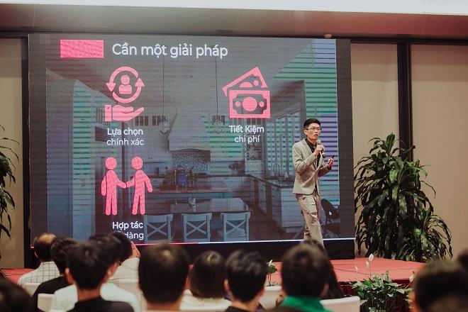 CEO Đặng Thanh Định giới thiệu về sản phẩm trong lễ ra mắt.