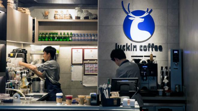 Luckin đã phục vụ 1,3 triệu lượt khách hàng và bán ra khoảng 5 triệu cốc đồ uống. Ảnh: QZ