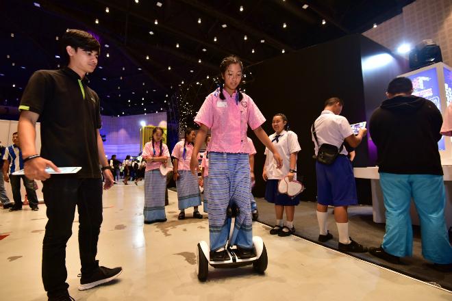 Một trong những hoạt động biểu diễn công nghệ của chương trình Digital Thailand Big Bang.
