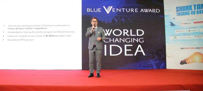 Ông Patrick Castanier, TGĐ Công ty TNHH Pernod Ricard Việt Nam giới thiệu về giải thưởng và cuộc thi.