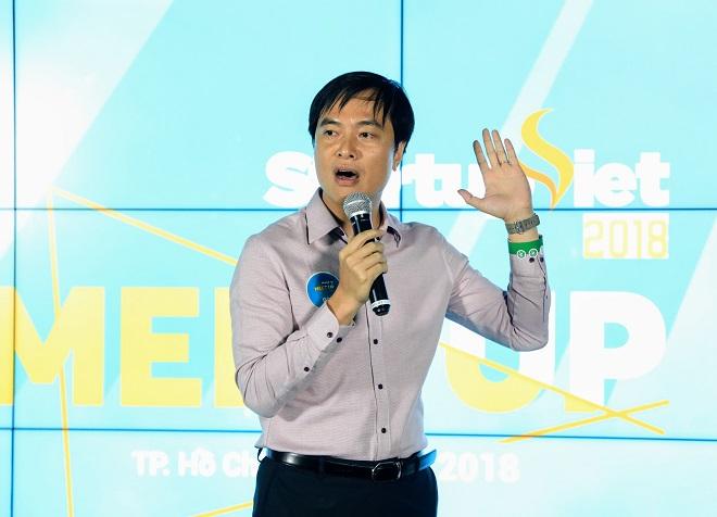 ông Phạm Duy Hiếu - sáng lập kiêm Giám đốc Quỹ khởi nghiệp doanh nghiệp khoa học công nghệ Việt Nam (Startup Vietnam Foundation - SVF) chia sẻ cách chinh phục nhà đầu tư tại sự kiện Meetup trong khuôn khổ chương trình Starup Việt 2018 do báo VnExpress tổ chức.