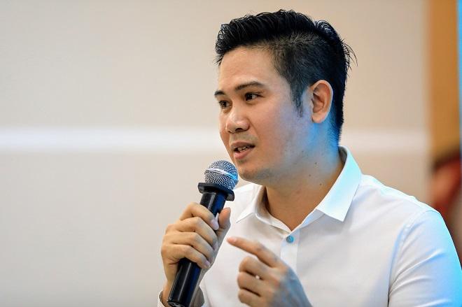 Chủ tịch Asanzo Phạm Văn Tam nói vụ lỗ hơn 100 tỷ đồng vì thiếu kinh nghiệm làm smartphone là bài học quý giá để cải tiến những dòng sản phẩm sau.
