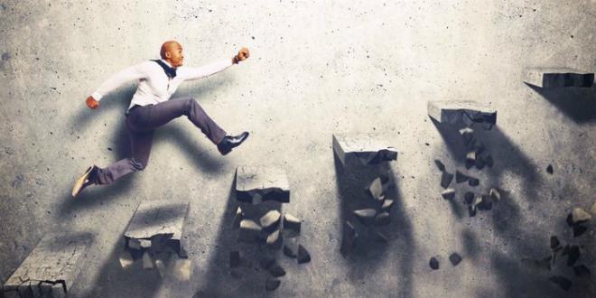 Có nhiều trải nghiệm và kinh nghiệm và lợi thế của những nhà sáng lập trong hành trình xây dựng startup. Ảnh: Shutterstock.