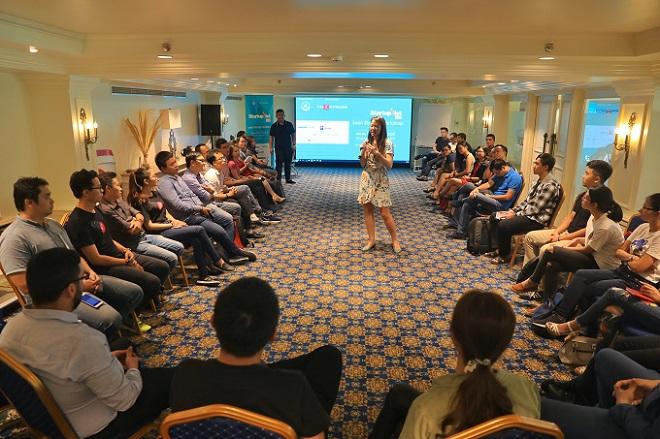 Bà Priscilla Han - Giám đốc Quỹ đầu tư mạo hiểm Reapra chia sẻ những yếu tố quan trọng startup cần xem xét nếu muốn Go Global trước 10 đội vào vòng trong của chương trình Startup Việt 2018. Ảnh: Hữu Khoa.