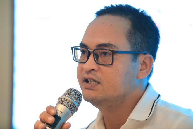 Ông Nguyễn Việt Đức trao đổi cùng các startup tại workshop chủ đề Go Global - Vươn ra thế giới thuộc khuôn khổ chương trình Startup Việt 2018. Ảnh: Hữu Khoa.