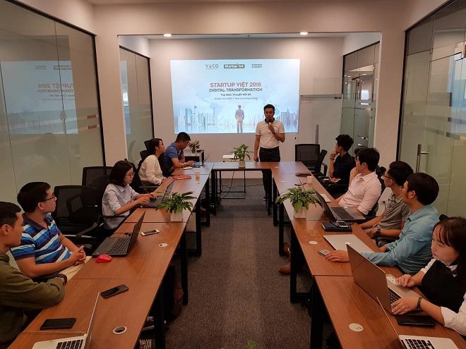 Ông Trịnh Minh Giang chia sẻ về chủ đề Chuyển đổi số tại workshop. Ảnh: Gia Hoàng