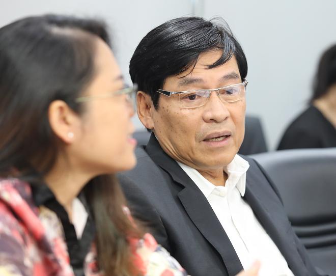 Ông Phạm Phú Ngọc Trai - Chủ tịch HĐQT Công ty tư vấn hội nhập toàn cầu GIBC, thành viên hội đồng giám khảo phân tích ưu, nhược điểm của mô hình Loglag cho đại diện startup.