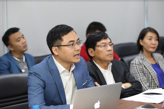 Anh Phạm Huy, đại diện công ty First Legal Force (FLF) trình bày về sàn giao dịch bất động sản cung cấp dịch vụ kiểm chứng pháp lý của các dự án bất động sản trong nước batdongsansach.vn
