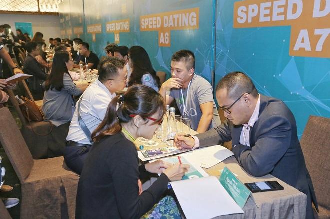 Chiều 15/11, trong khuôn khổ Lễ vinh danh Startup Việt 2018 tại TP HCM, các startup đã có phiên kết nối trực triếp với các chuyên gia, cố vấn từ các chuyên gia, đại diện VIISA, VMCG, SIHUB, Tiki và tập đoàn Phú Đông cùng 4 nhà đầu tư ESP Capital, Reapra, SVF và 500 Startups. Sau gần 45 phút diễn ra, đã có 94 startup chia sẻ các ý tưởng, mô hình kinh doanh, thiết lập mối quan hệ cho mục đích phát triển kinh doanh.