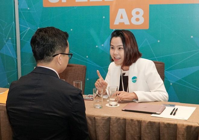 Bà Lê Hoàng Uyên Vy - General Partner (Đối tác Điều hành) của Quỹ ESP Capital, chia sẻ cho quan điểm cho một startup tạo cầu nối giữa nhà đầu tư và mô hình kinh doanh cần đầu tư. Đại diện từ startup này cho biết, không có nhiều các dịp để các doanh nghiệp khởi nghiệp và nhà đầu tư gặp gỡ trực tiếp như buổi speed dating này, nền tảng của anh sẽ tạo ra những cơ hội đó. Theo chị Uyên Vy, startup cần xác định những nhu cầu và vấn đề hiện hữu của các nhà đầu tư lẫn doanh nghiệp, từ đó giúp họ kết nối sâu hơn.