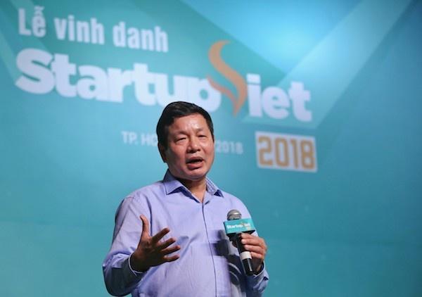 Ông Trương Gia Bình chia sẻ trên sân khấu Gala Chung kết Startup Việt 2018.