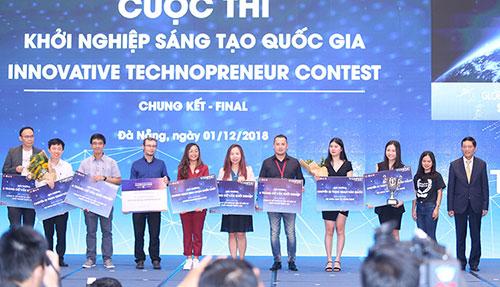 Đại diện các startup xuất sắc nhất tại Lễ trao giải Techfest 2018.