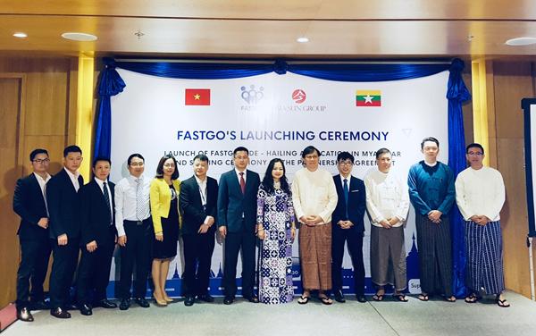 Đại diện FastGo cùng các đại diện ban, ngành Myanmar tại buổi ra mắt.