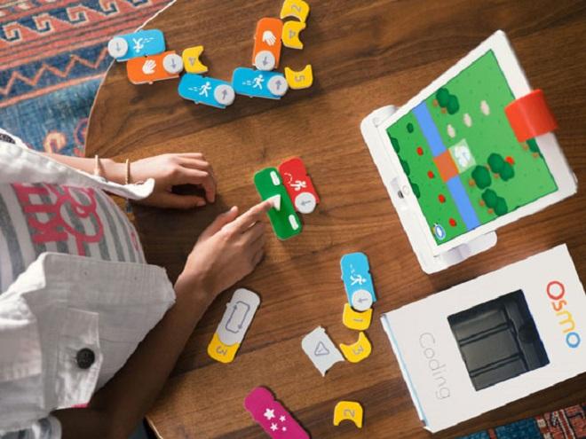 Các trò chơi từ Osmo dạy trẻ em tư duy lập trình, toán học, nghệ thuật.