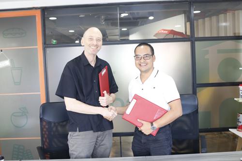 ông Nguyễn Việt Đức, Tổng giám đốc công ty ICM và ông Hub Langstaff, Giám đốc Swiss EP tại Việt Nam