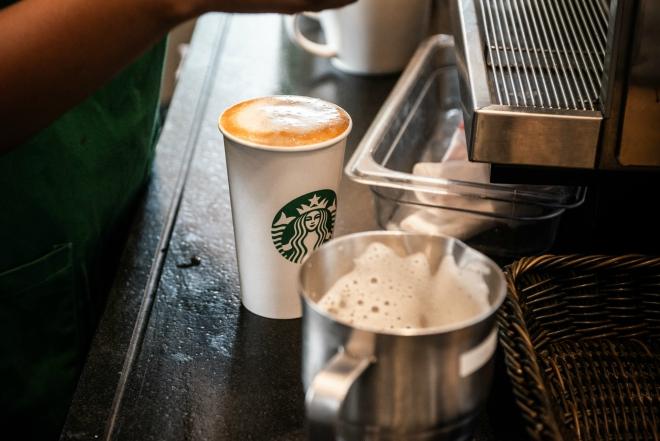 Starbucks muốn tìm kiếm những đột phá mới thông qua đầu tư vào startup. Ảnh: Bloomberg.