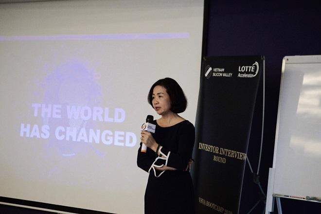 Ths Thạch Lê Anh  Chủ nhiệm đề án Việt Nam Silicon Valley chia sẻ với các startups trong buổi Orienration