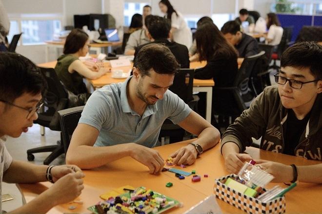Các startups tham gia hoạt động kết nối.